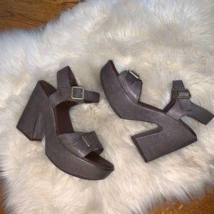 Kork-Ease Gray leather platform sandals size 8